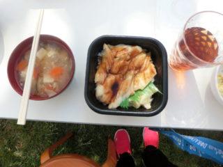 中庭昼食(すこやか)