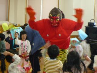しらおか虹保育園に鬼が来た!?(節分集会)
