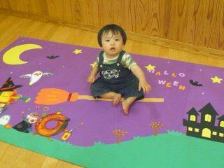 支援センター虹🌈寝相アート・足型スタンプ 10月の「ぷち・ルンルン」